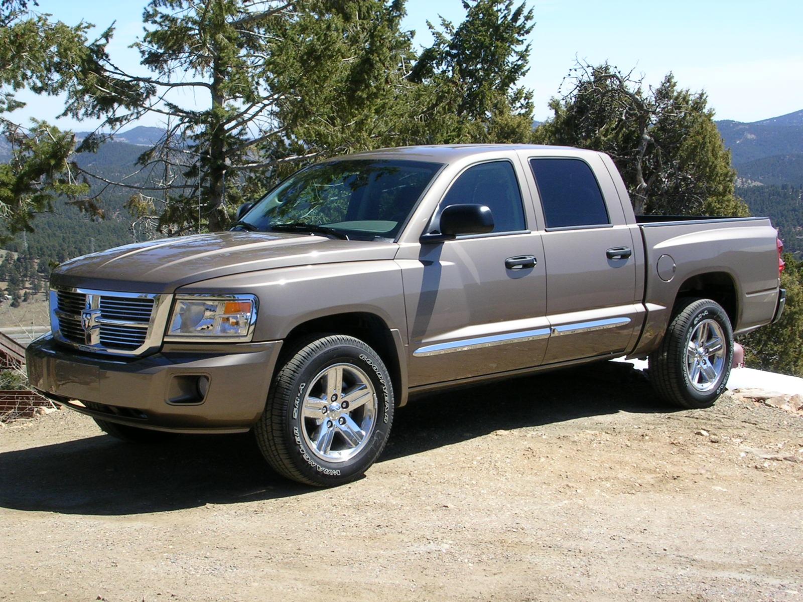 2010 dodge dakota 002 - 2011 Dodge Ram Dakota Laramie Crew Cab 4x2