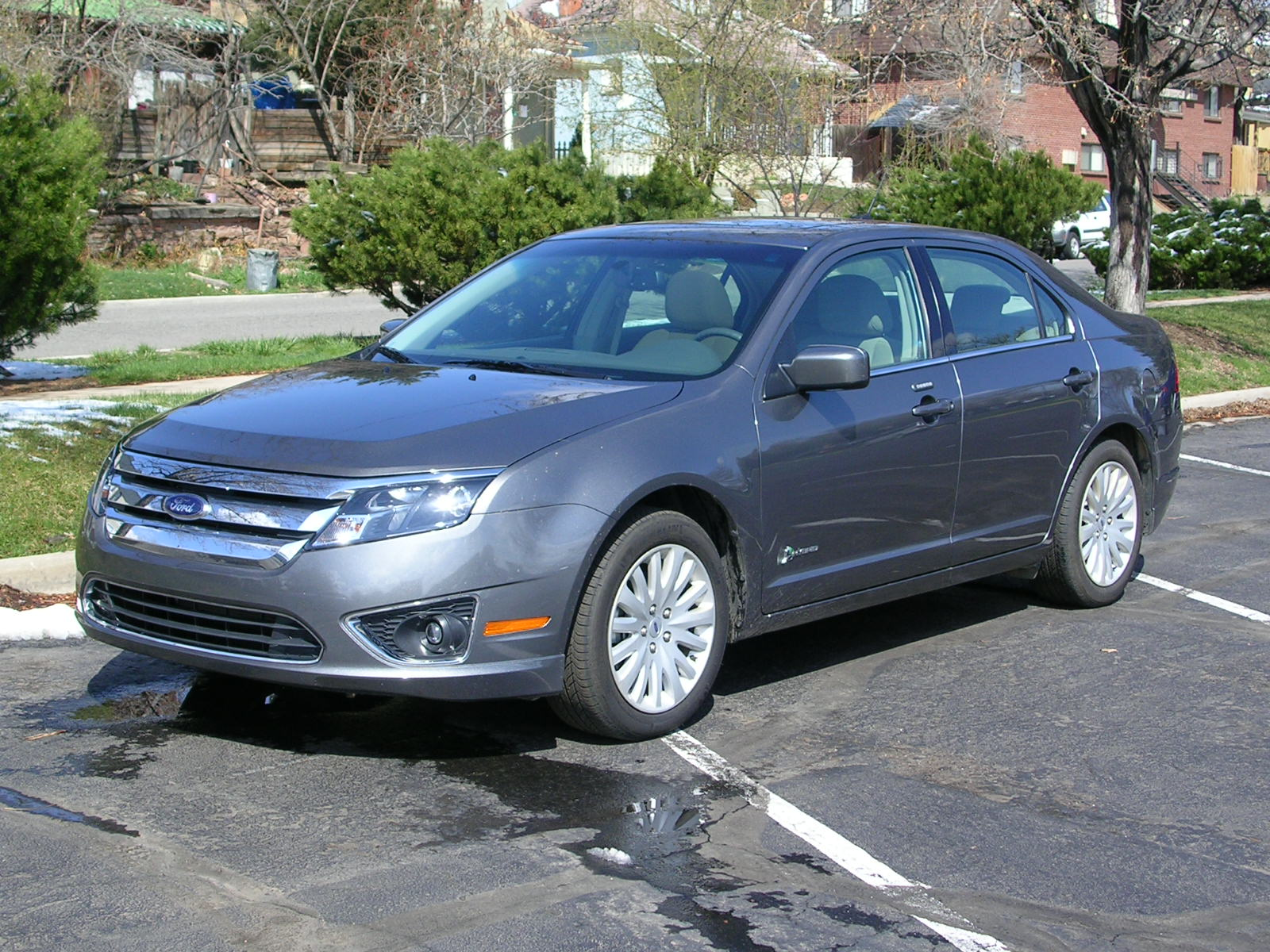 2010 ford fusion hybrid offers world class fuel mileage denver auto solutions. Black Bedroom Furniture Sets. Home Design Ideas